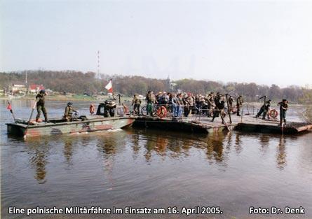 Bild 3 Eine polnische Militärfähre im Einsatz am 16. April 2005