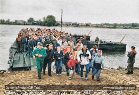 Anlandung Gozdowice mit der deutschen Pontonfähre am 5. Juli 2003