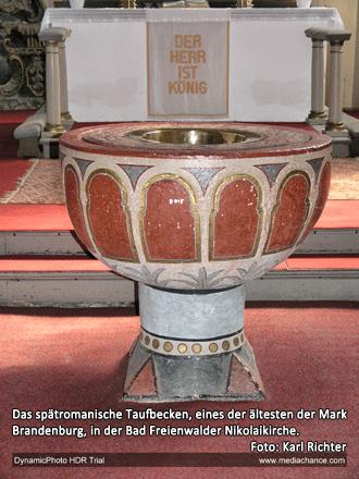 Das spätromanische Taufbecken, eines der ältesten der Mark Brandenburg, in der Bad Freienwalder Nikolaikirche.