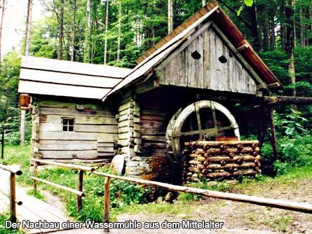 Der Nachbau einer Wassermühle aus dem Mittelalter